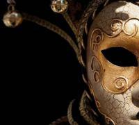 关于面具伪装的句子,人戴着面具生活